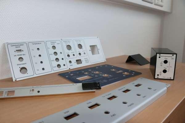 Frontplatten im Ausstellungsraum